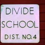 divideschoolsign